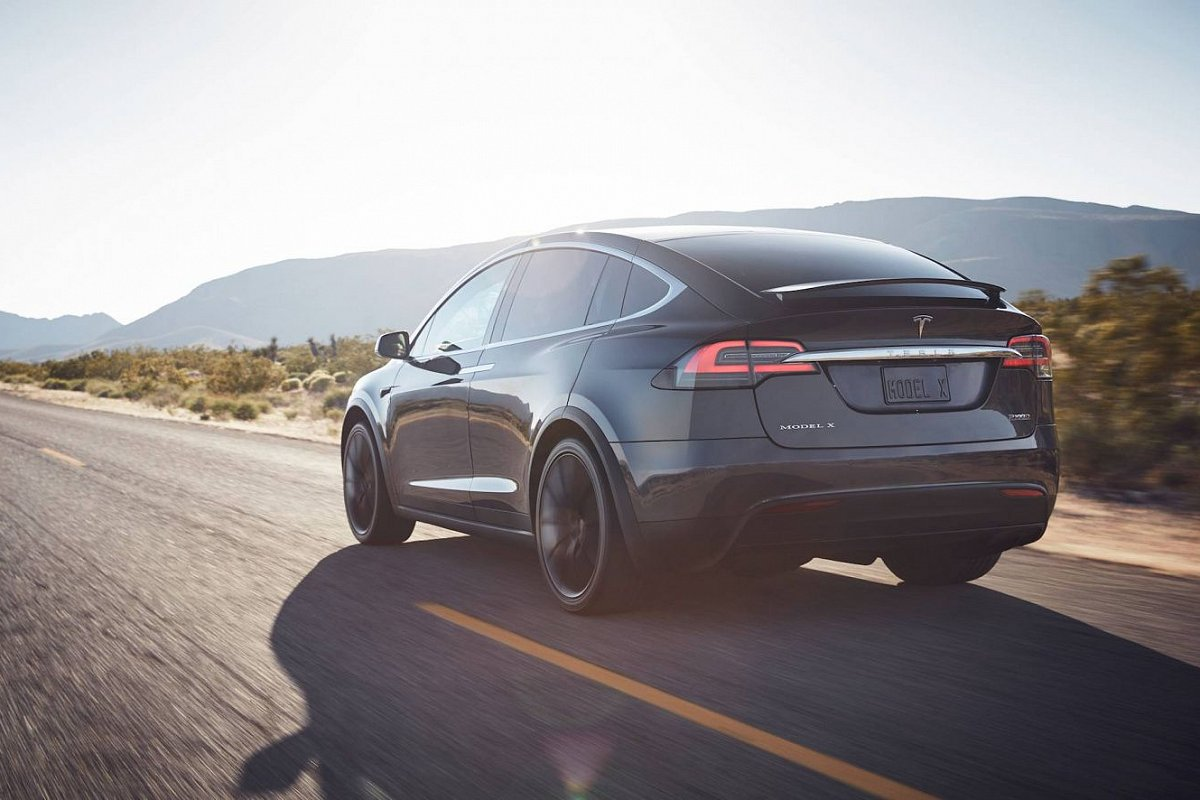 Tesla Model X P90D rear view photo