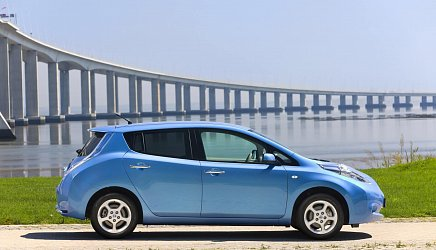 Nissan Leaf 24 kWh (2011) photo 2