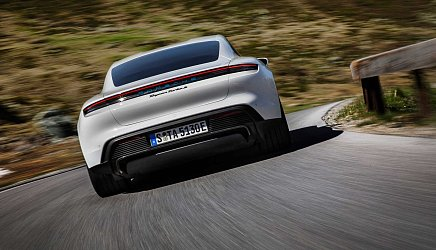 Porsche Taycan Turbo S photo 3