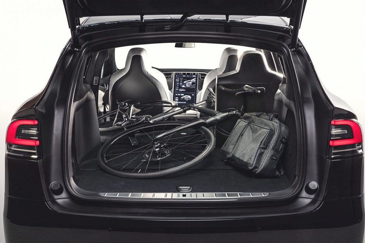 Tesla Model X P90D trunk photo