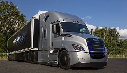 Freightliner eCascadia photo 2